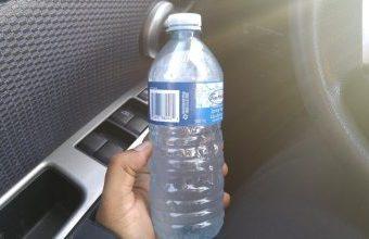 Proč není dobré nechat v autě láhve s vodou? Hasiči varují před velkou pohromou!